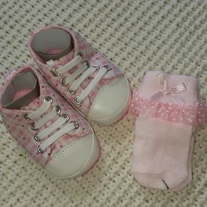 Other - 🍼baby shoes + socks 0-6m pink